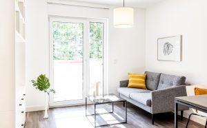 Sitzbereich in einem Apartment in der Urban Base in Wiesbaden