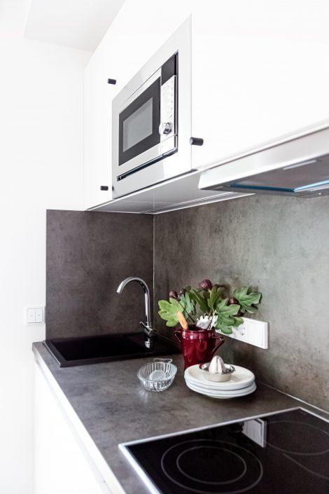 Küchenzeile in einem Apartment in der Urban Base in Wiesbaden